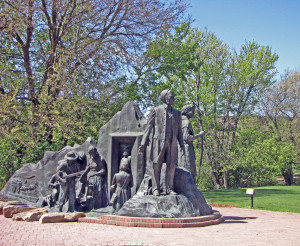 "The largest monument to the underground railroad in the country is located in Battle Creek. It shows Harriet Tubman, local ""conductors,"" and runaway slaves. Sculptor: Ed Dwight. The Kellogg Company commissioned the monument in 1993."